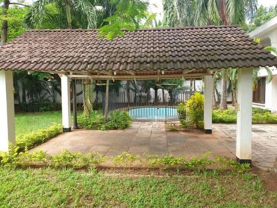 a  HOUSE close by the BEACH in OYSTERBAY  is now avaialable for SALE image 3