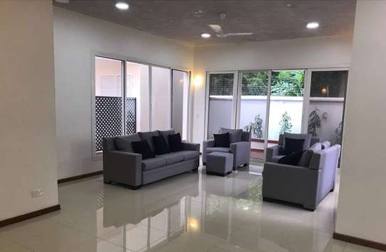 4 bedrooms luxury town house oysterbay