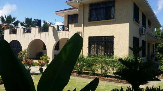 A STANNING FULLY FURNISHED HOUSE AT MBEZI BEACH IS AVAILABLE FOR RENT NOW image 2