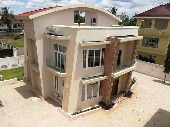 amaizing 4 bed room villa for rent at mbezi beach image 1