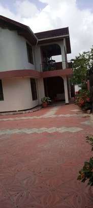 4 bed room house for  rent at mbezi beach inter chick image 3