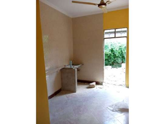 3 bed room house for rent tsh 1mil at block 41 image 3
