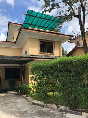 3 Bdrm House in a compound  in Oysterbay image 1