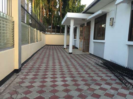 stand alone house for rent at mikochen image 2