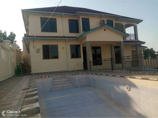 4bed  house at mbezi beach $1200pm image 1