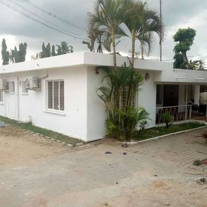 Rent an office/warehouse/3 containers at Regent Office image 2