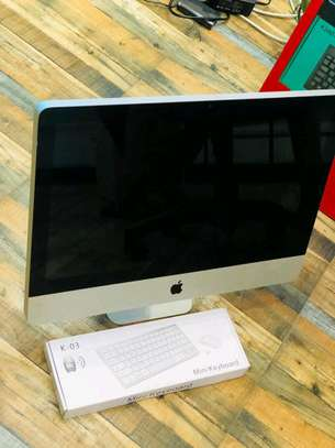 iMac core i3 in clean condition image 2