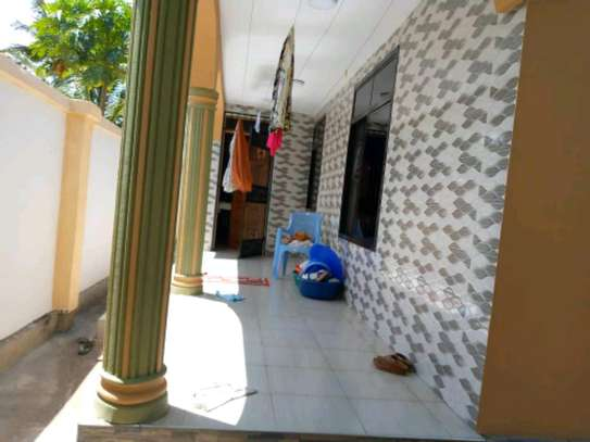 3bedroom house for sale in Gezaulole Kigamboni. image 3