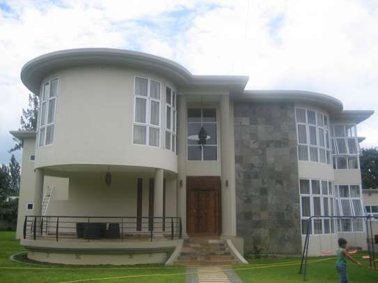 Beautiful Upmarket Home in a Prime Residential Area image 1