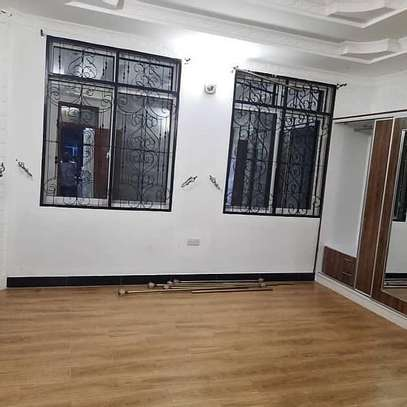 Four bedrooms apartment for rent image 5