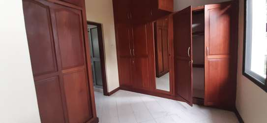 4 Bedrooms Large Bright House For Rent in Oyster bay image 11