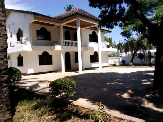 5bed house at mikocheni $2500pm image 2