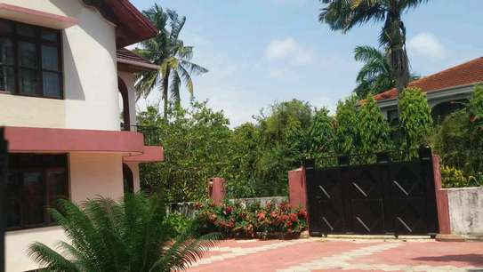 A STANDALONE HOUSE IS FOR RENT MBEZI BEACH image 5
