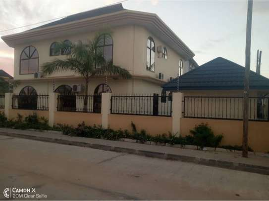 4bed house for rent at msasani $2000pm image 2