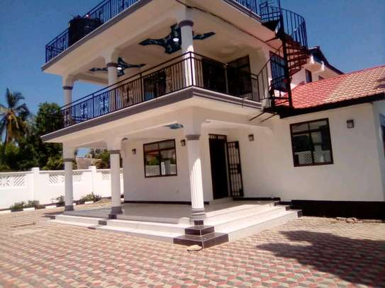 New  House for Rent in Bahari Beach. image 2