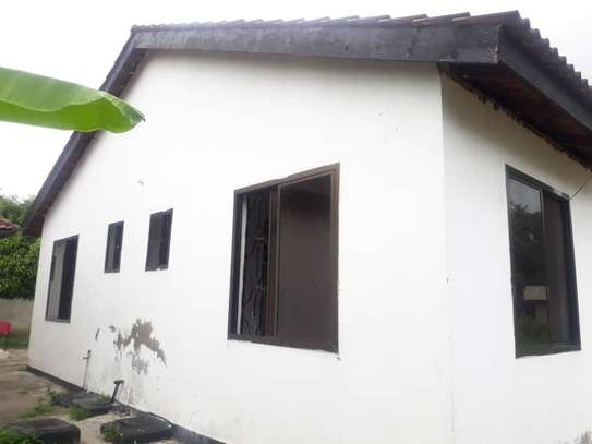 House for rent, location Gmboto station (15 min from Gmboto bus stop) image 10