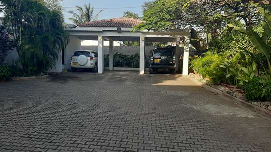 4 Bedrooms Beach House For Rent in Msasani Peninsula image 3