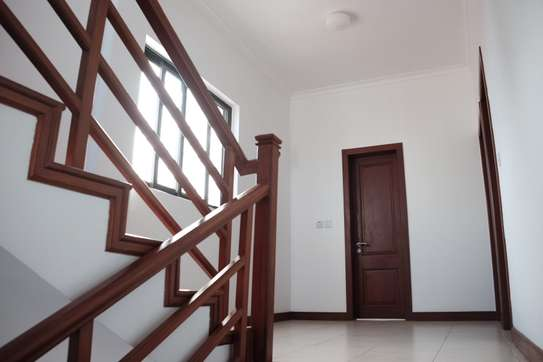 3 Bedrooms Townhouse With Sea View in Msasani image 5