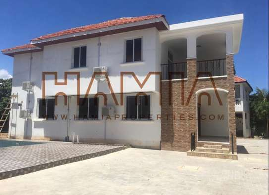 4bedrooms villa for rent in Oysterbay image 1