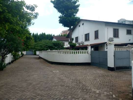 4 bed room house for rent at victoria image 9