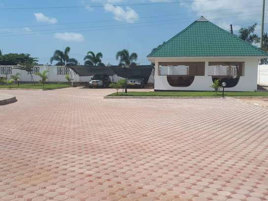 4bed house  with big compound   2 acres at bahari beach i deal fot ngos or big diplomatic familly image 14