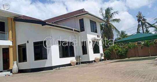 5 BDRM HOUSE AT MBEZI BEACH image 7