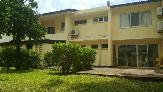 4 Bedroom fully furnished house in Oysterbay image 3