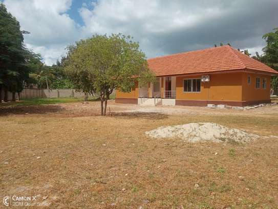4bednice  house at oyster bay  with big compound near coco beach $3500pm image 1