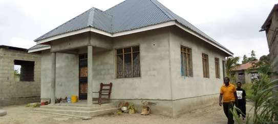 3 bed room big house for sale  at mbande near azam play ground image 1