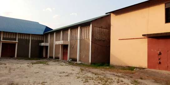 godown  available for rent at changombe industrial area  in differences sizes close to port of dar image 5