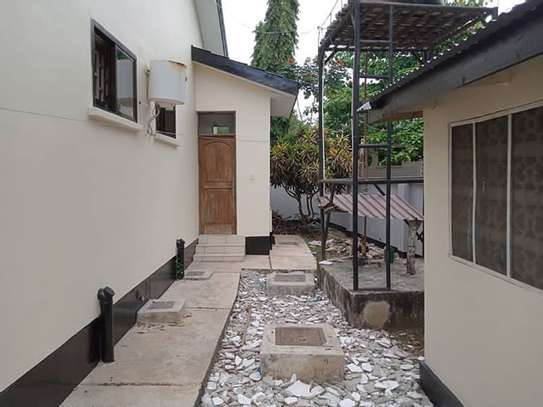 Stand alone house with 4 Bedrm for rent at OYSTERBAY image 9