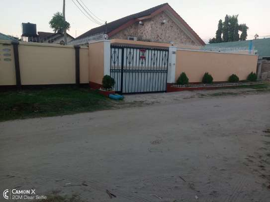 4bed house at mikocheni warioba tshs 1300000 image 4