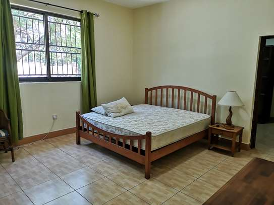3 bedrooms stand alone furnished oysterbay image 3