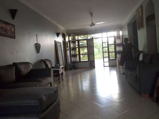 4bed bungalow at ada estate $2000pm nice garden image 11