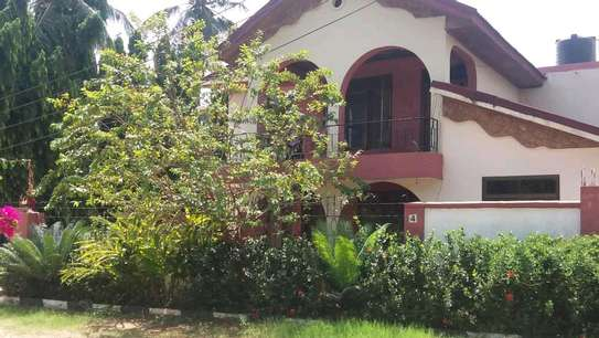 A STANDALONE HOUSE IS FOR RENT MBEZI BEACH image 6