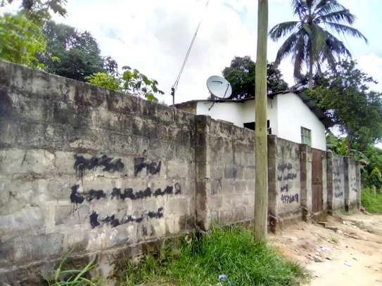 Tarmac road-front House with Title Deed/800SQM. At Pugu-Kona image 1