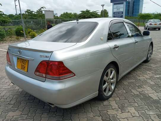 2007 Toyota Crown Athlete image 2