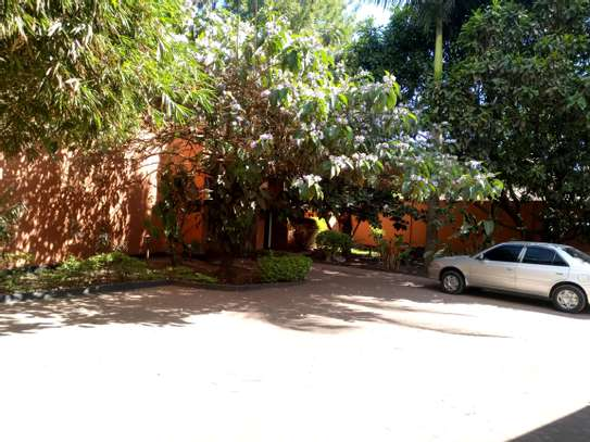 5BEDROOMS SEMI FURNISHED AT NGARAMTONI FOR RENT image 4