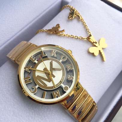 Pack of lady watch with necklace
