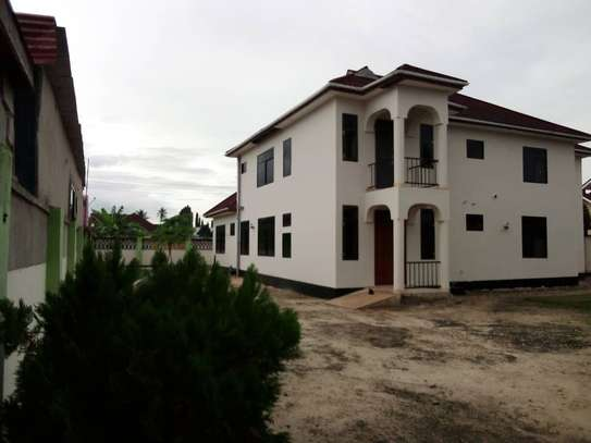 5 bed room house for sale at boko image 8