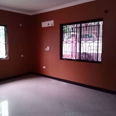 3 bed room all ensuet house for rent tsh 800000 at survey ardh image 5