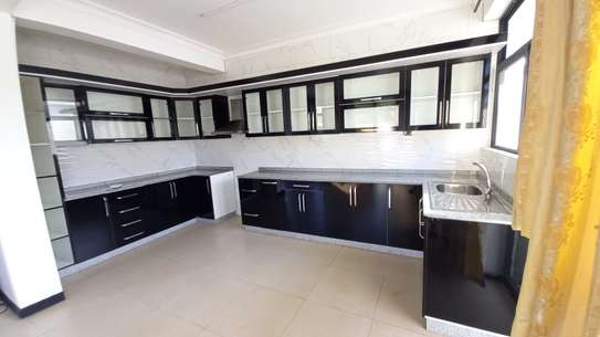 NICE 3BHK APARTMENT FOR RENT AT OYSTERBAY image 7
