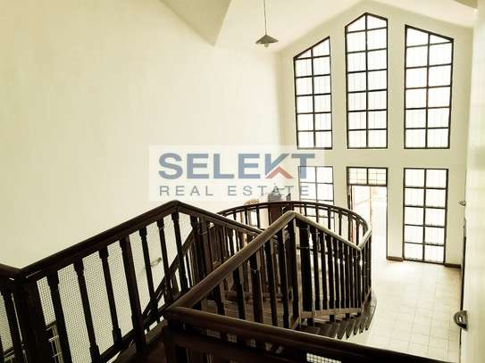 Well-maintained 4 Bedrooms Standalone House In Oyster-bay image 6