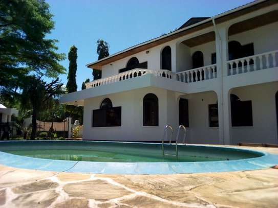 5bed house at mikocheni $2500pm image 12