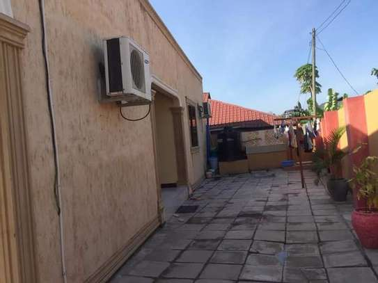 5 bed room house with  servant quorter for sale at ununio image 5