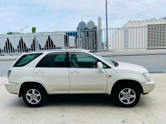 2001 Toyota Harrier image 8
