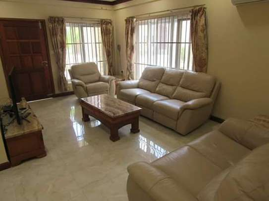1, 2 & 3 Bedroom Furnished & Luxury Duplex Apartments / House in Oysterbay image 2