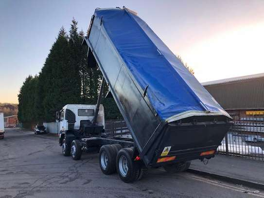 2006 Volvo 400 8X4 TIPPER TSHS 117MILLION ON THE ROAD image 2