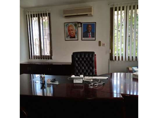 5 bed room all ensuite for rent at msasani , house i deal for office. image 3
