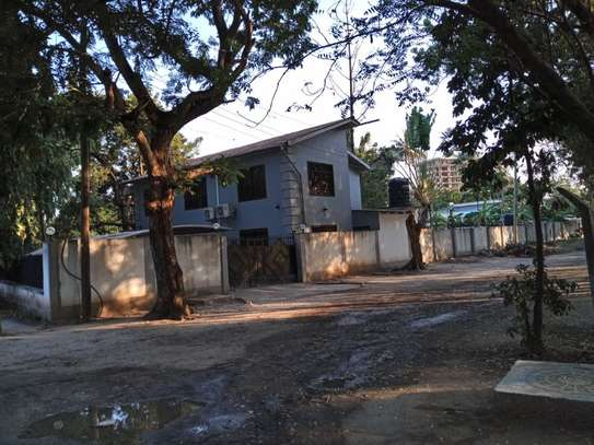 4bed house awith big compound at ada estate $1500pm image 2